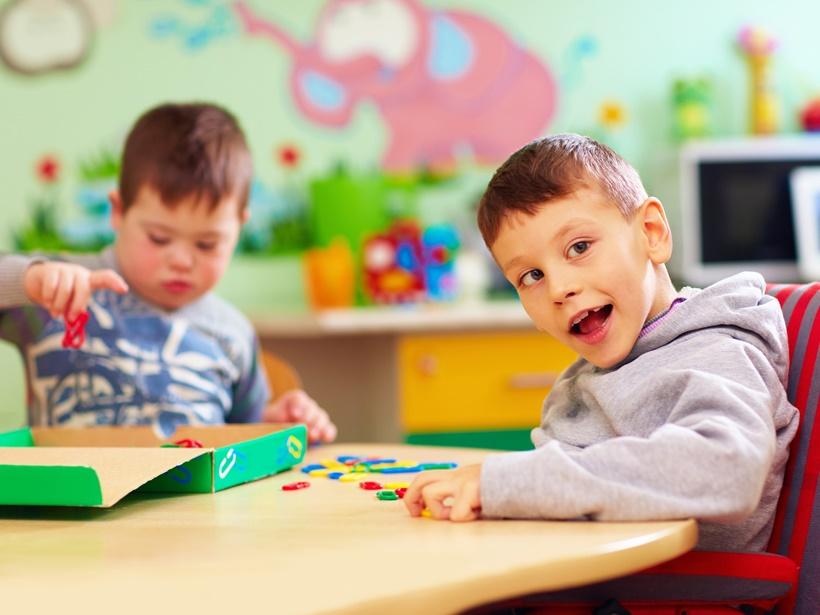تعریف اوتیسم چیست.jpg